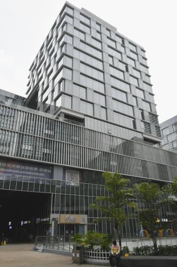 外為法違反事件への関与が疑われる中国企業の本社が入居する広東省深セン市のビル=23日(共同)