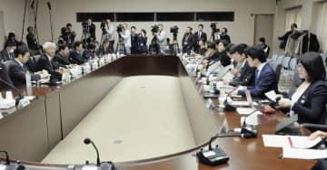 コンビニを巡る課題を議論する経産省の有識者検討会の会合=23日午前、経産省