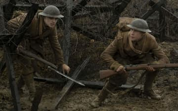 Dean-Charles Chapman and George MacKay in 1917 - Francois Duhamel/Universal Pictures/ DreamWorks/TNS