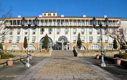 自慢の校舎はフィレンツェ風 映画のロケ地にも 未来のナイチンゲール育む大学