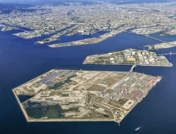 IR建設予定地の大阪湾の人工島・夢洲(手前)=大阪市