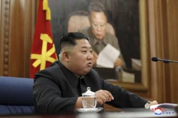 朝鮮労働党中央軍事委員会第7期第3回拡大会議を指導する金正恩委員長。朝鮮中央通信が22日報じた(朝鮮通信=共同)