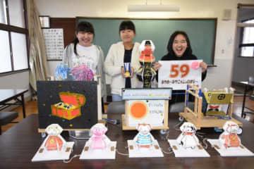 全国少年少女チャレンジ創造コンテストで特許庁長官賞に輝いた元明誠華(左)、華衣(右)さん姉妹、松山柚乃花さんと受賞作品