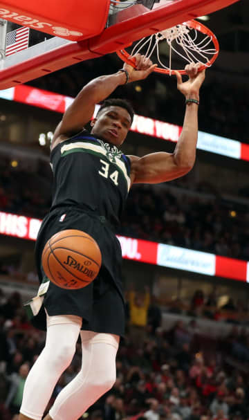 The Milwaukee Bucks' Giannis Antetokounmpo dunks against the Chicago Bulls at the United Center in Chicago on November 18, 2019. - Brian Cassella/Chicago Tribune/TNS