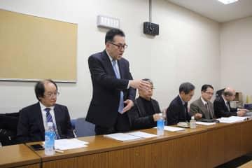 横浜市が進めるIR誘致に反対を表明する精神科医ら=横浜市役所