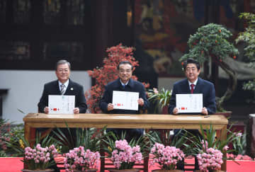李克強総理、文大統領、安倍首相と共に中日韓協力20周年記念行事に出席
