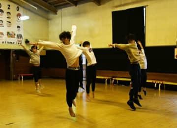 新体操と踊りの融合 新☆男塾とダンスワン、盛岡1月公演
