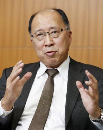 インタビューに答える金融庁の遠藤俊英長官
