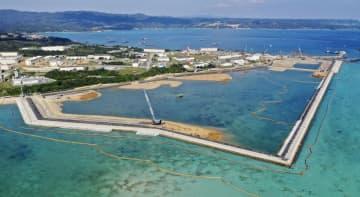 米軍普天間飛行場の移設先として、埋め立てが進む沖縄県名護市辺野古の沿岸部=13日