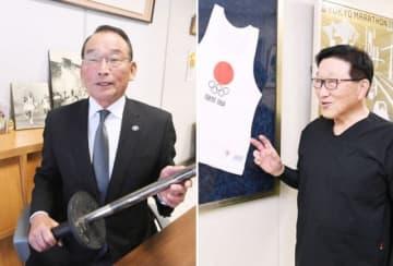 2度目の大役を「体育人にとって光栄なこと」と喜ぶ神達さん(左)と前回着用したユニホームを前に「楽しくさっそうと走りたい」と意気込む松山さん