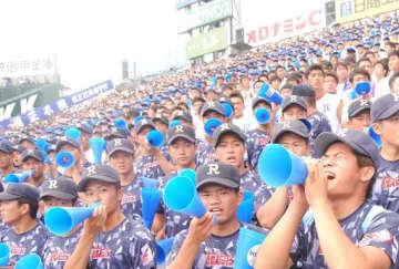 甲子園のアルプススタンドでは熱い声援で履正社ナインの頑張りを後押し=8月、兵庫県西宮市