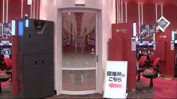 """防げ""""受動喫煙"""" 長野市のパチンコ店がホールを分煙化 来年4月の改正健康増進法施行を前に"""