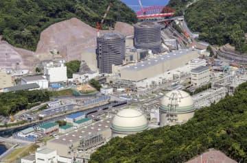 福井県高浜町の関西電力高浜原発、手前右が3号機、左が4号機