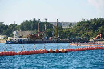 米軍キャンプ・シュワブ沖のK9護岸では、運ばれてきた土砂をダンプに積み込む作業が確認された=26日午前、名護市辺野古