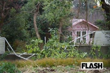 柵が壊れた森田知事の別荘