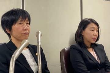 会見に臨む崔さん(右)と師岡弁護士。(2019年12月27日/弁護士ドットコム撮影)