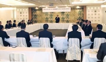 首里城の復元に向けた有識者による技術検討委員会の会合=27日午後、那覇市
