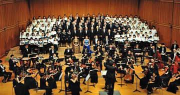 「第九」を合唱・演奏する出演者たち(むつ下北第九の会提供)