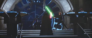▶皇帝の前で死闘を展開するルークとベイダーだが…