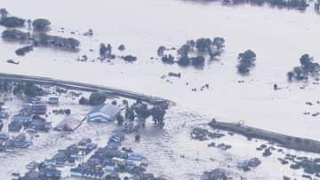 千曲川の堤防が決壊 (長野市 10月13日)