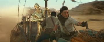 戦いに巻き込まれるC-3POにかつての雰囲気を思い出す - (C)2019 ILM and Lucasfilm Ltd. All Rights Reserved.