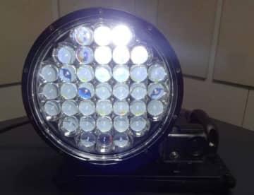軽量の小型光探索システム。山岳遭難者の発見に有効(写真:近畿大学の発表資料より)