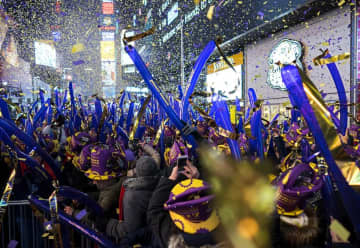 Weather forecasters say revelers who will be celebrating New Year's Eve in Times Square in New York City will face a chilly night because of brisk winds. (Craig Ruttle/)