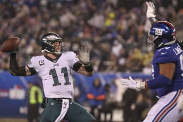 Philadelphia Eagles quarterback Carson Wentz throws for a touchdown to Eagles tight end Josh Perkins in the second quarter against the New York Giants on Sunday, Dec. 29, 2019. - HEATHER KHALIFA/The Philadelphia Inquirer/TNS