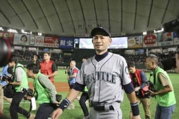東京ドームでの開幕シリーズ後に引退を表明したイチロー氏【写真:AP】