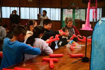 日本舞踊に風船パフォーマンス… 閉校の香取・神南小でイベント