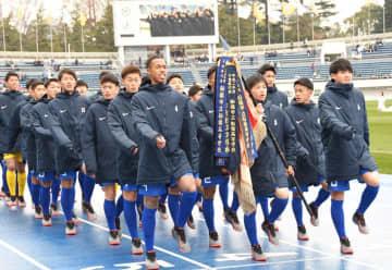 開会式で入場行進する市船橋イレブン=駒沢
