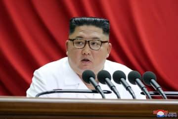 30日、朝鮮労働党中央委員会総会の3日目の会議に出席する金正恩党委員長(朝鮮中央通信=共同)