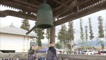 """除夜の鐘ではなく""""復興の鐘"""" 被災地の寺で年越しの鐘つきと炊き出し 住民「来年は良い年に…」"""