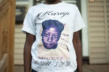 Amayi Jones wears a shirt that memorializes her twin sister, Karaji, who died after a severe asthma attack. (Devna Bose | Chalkbeat) (Courtesy: Devna Bose, Chalkbeat /)