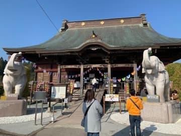 長福寿寺の本堂前には狛犬ではなく、ゾウがいる(写真はすべてJタウンネット記者が撮影)