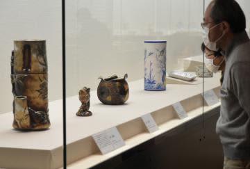 ガレの陶芸作品94点を展示=笠間市笠間の県陶芸美術館