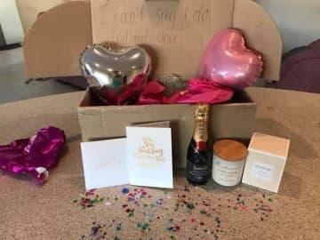 Amberlee Hatcher / Via supplied ウェリントンさんが、ハッチャーさんを含む花嫁付添人たちのために用意したプレゼント。
