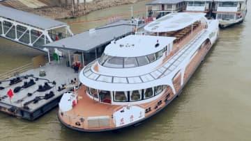 長江初の千トン級完全電気推進客船が試運航 湖北省武漢市