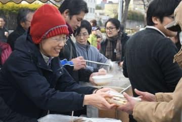 炊き出しで心も温めて NPO法人抱樸、路上生活者を支援