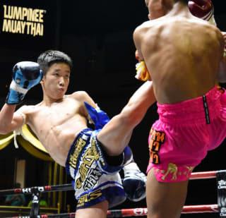 中学2年生の石井寿来が7月にTKO勝ちした相手と再戦、またもTKO勝利でリベンジを退けた