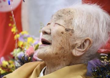 誕生日を祝う会で笑顔の田中カ子さん=5日午後、福岡市