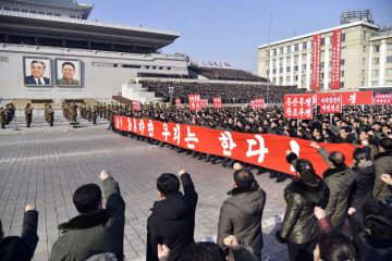 平壌の金日成広場で開かれた朝鮮労働党中央委員会総会の決定貫徹を訴える決起集会=5日(共同)