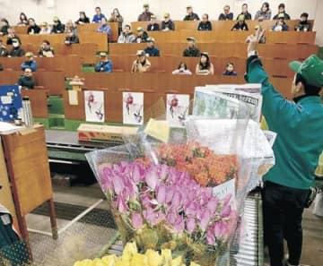13万本の花、新春彩る 金沢市花き市場で初市