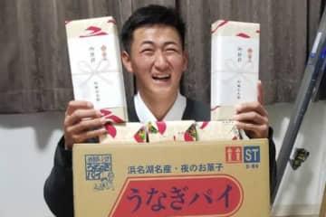 うなぎパイ持参で入寮したオリックスのドラ2・紅林弘太郎【写真:橋本健吾】