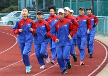 新年の合宿に臨む京都チームのメンバー(京産大グラウンド)