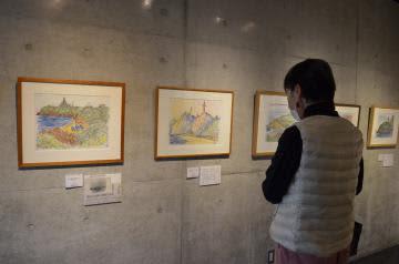 灯台のある風景を描いた武石堯さんの個展=ひたちなか市笹野町