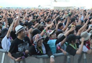 大勢の若者らが集まった昨年の「男鹿ナマハゲロックフェスティバル」=昨年7月27日