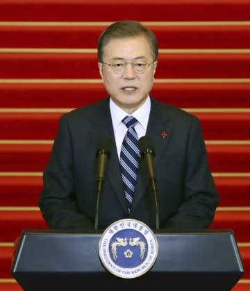 7日、ソウルの韓国大統領府で新年の辞を発表する文在寅大統領(聯合=共同)