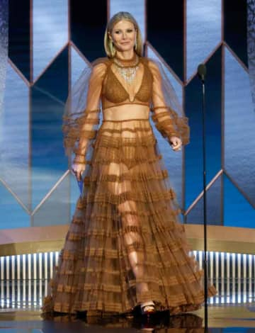 Gwyneth Paltrow's Naked 2020 Golden Globes Dress Leaves Twitter In A Tizzy