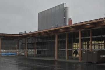 台風19号で浸水被害に遭い、再開に向け復旧作業が進む山新渡里店=7日午後、水戸市渡里町